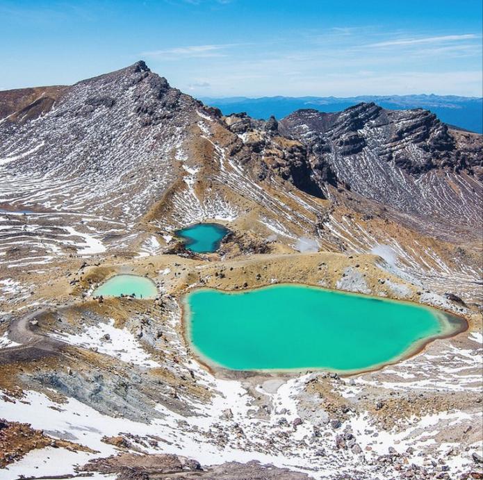the Tongariro Alpine Crossing by lebackpacker
